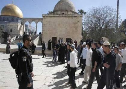 مستوطنون وطلبة معاهد تلمودية يقتحمون المسجد الأقصى