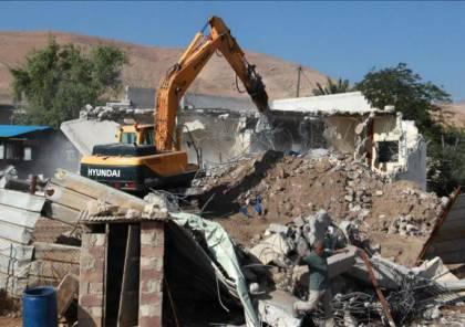الخليل| الاحتلال يهدم مغارة ويجرف أرضية منشأة صناعية