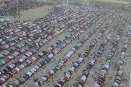 صور.. غزة: آلاف المواطنين يؤدون صلاة العيد في العراء والساحات العامة