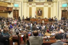 مجلس النواب المصري يقر قانونا يشترط موافقة الجيش على ترشح ضباطه للرئاسة
