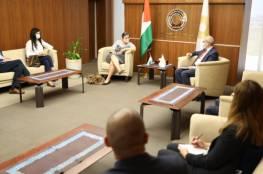 محافظ سلطة النقد يلتقي ممثل برنامج الأمم المتحدة الإنمائي