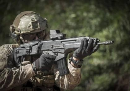 """الاحتلال يكشف عن تفاصيل بندقية """"كرمل"""" الإسرائيلية الجديدة.."""