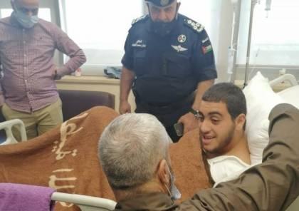 """""""فتي الزرقاء"""" السلطات الأردنية تسمح بخروج والده من السجن وزيارته بالمستشفى (صورة)"""