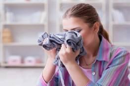 لن تصدقي تأثير رائحة ثياب شريككِ على صحتك النفسية