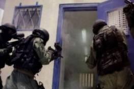"""قوات القمع تقتحم قسم (21) في """"عوفر"""" وتهدد الأسرى"""