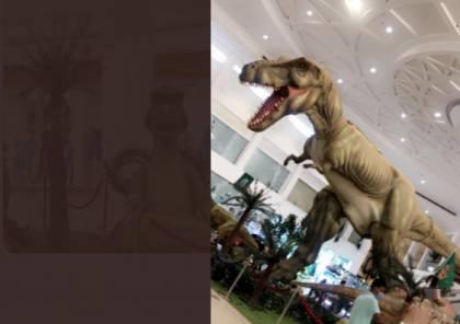 شاهد .. ديناصورات في سوق الطائف الدولي بالسعودية