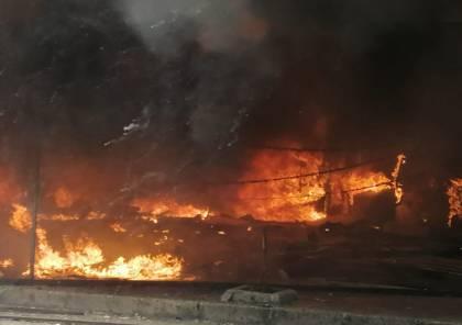 شاهد: في تصعيد جديد.. احراق مصارف في طرابلس وبيروت بعد تحطيمها من قبل المحتجين