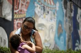 الصحة العالمية توصي الأمهات المصابات أو المشتبه بإصابتهن بكورونا بمواصلة الإرضاع