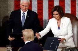 بعد ان أحرجها و رفض مصافحتها.. بيلوسي تمزق خطاب ترامب (فيديو)