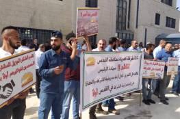 """موظفو """"كهرباء القدس"""" يحتجون في رام الله للمطالبة بحل أزمة مديونية الشركة"""