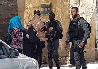صور : الاحتلال يقمع المصلين المقدسيين واصابة البرغوثي برصاصة في الرأس