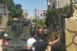 الخليل: الاحتلال يقتحم منزل الشهيد زاهدة ويفجر سيارته