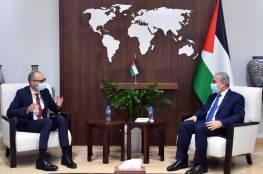 اشتية يبحث مع ممثل لتوانيا الجديد لدى فلسطين تعزيز التعاون