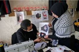 كمامات بألوان الميلاد مطرزة بأيدي مصابات بالسرطان في غزة