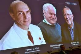 ساهموا بإنقاذ حياة الملايين.. فوز طبيبين أمريكيين وآخر بريطاني بجائزة نوبل للطب
