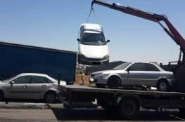 الشرطة تتلف مركبات غير قانونية في جنين