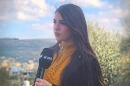 خلال حديثها عن كورونا .. سقوط مذيعة لبنانية على الهواء (فيديو)