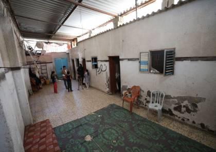 في غزة ..يأكلون من بقايا البسطات والعظام ويخلو منزلهم من مقومات الحياة الآدمية