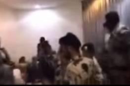 شاهد ..الأمن السعودي يداهم ملهى ليليا في الرياض