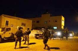 الاحتلال يعتدي على العاملين في مقار لجان الطوارئ في حزما