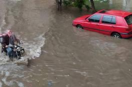 """أمطار غزيرة في مصر تخلف قتلى.. """"ممنوع الخروج من المنزل"""""""