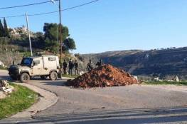 """الإحتلال يغلق """"عراق بورين"""" بالسواتر الترابية بعد إصابة مستوطن"""