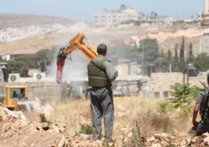 الاحتلال يعتقل شقيقين وانتهاكات واسعة للمستوطنين