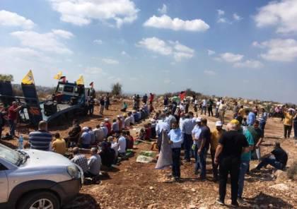 إقامة صلاة الجمعة في خلة حسان المهددة بالمصادرة في بلدة بديا غرب سلفيت