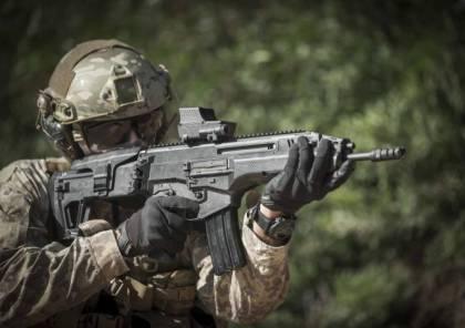 """بالفيديو... الاحتلال يعلن دخول بندقية """"الكرمل"""" الخارقة للخدمة العسكرية.. تعرف عليها"""