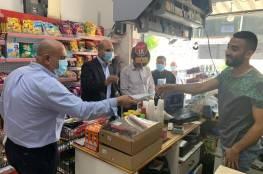 """الرجوب يطلق حملة لتوزيع الكمامات لمواجهة تفشي """"كورونا"""" في الزبابدة"""