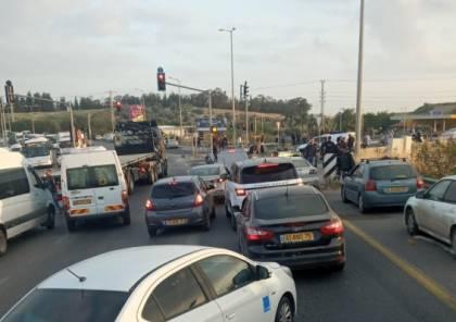 5 إصابات لعمال فلسطينيين في جريمة اطلاق نار قرب الطيبة