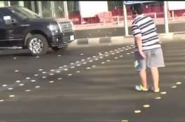 بالفيديو: السعودية تحتجز صبيا لرقصه في الشارع