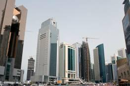 شاهد... مرشد سياحي قطري يغني لسياح إسرائيليين في الدوحة... ماذا غنى؟