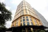 افتتاح أول فندق في العالم مطليّ بالذهب