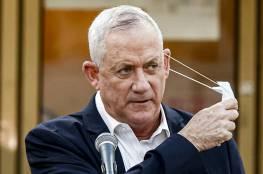 معاريف: الجيش الإسرائيلي يتابع بقلق الأزمة في لبنان وغانتس عرض المساعدة
