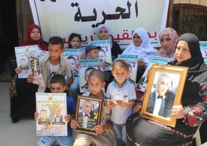 اعتصام في الخليل تضامنا مع الاسرى المضربين عن الطعام