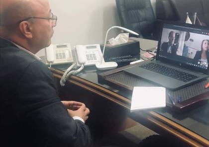 أبو هولي يلتقي بمساعد وزير الخارجية الأمريكي لشؤون الاسكان واللاجئين والهجرة ريتشارد اولبرايت