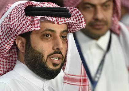 تركي آل الشيخ يشكو عمرو دياب للسفير الصيني بالرياض