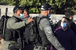 الاحتلال يمنع صائمين من الافطار قرب الاقصى ويعتقل شابين