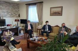 المالكي يضع ممثلي الأحزاب اليونانية بصورة التطورات السياسية
