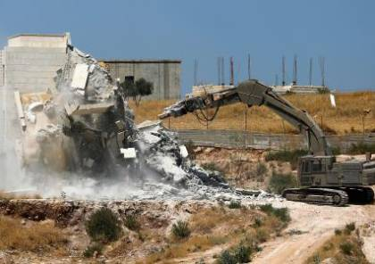 الشرطة الاسرائيلية تجبر عائلة على هدم منزلها في بلدة عارة