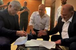 صحيفة عبرية تكشف تفاصيل انضمام عباس الى الائتلاف الحكومي الإسرائيلي