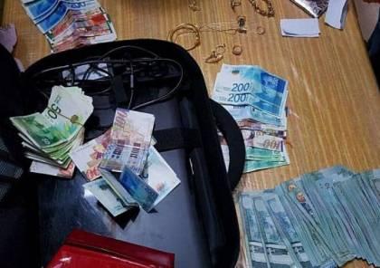 جنود الاحتلال يسرقون مبلغا من المال من منزل في طولكرم