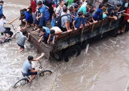شاهد الصور: غرق شوارع ومنازل جراء الأمطار الغزيرة في قطاع غزة
