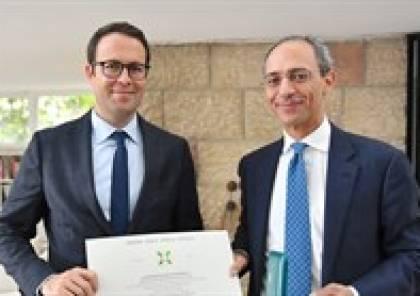 الشوا يشكر القنصل الإيطالي لمنحه وسام نجمة الجمهورية الإيطالية