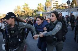 شاهد: الاحتلال يعتدي بالضرب على مراسلة الجزيرة جيفارا البديري واعتقالها في حي الشيخ جراح