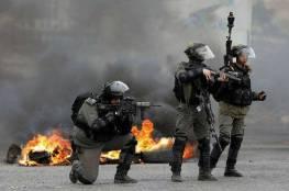 إصابة مواطن بقنبلة غاز واعتقال مسعف خلال قمع الاحتلال مسيرة برام الله