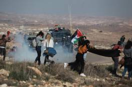 إصابة سيدة بقنبلة غاز و اعتقال مسن خلال قمع الاحتلال بمسيرة جنوب الخليل