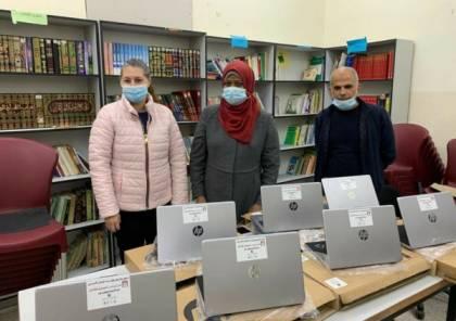 مؤسسة فيصل الحسيني تسلم 151 جهاز حاسوب لـ 14 مدرسة