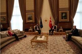 موقف محرج لرئيسة المفوضية الأوروبية في حضرة أردوغان ..فيديو